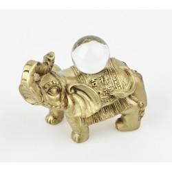 Zlatý slon s křišťálovou kouli